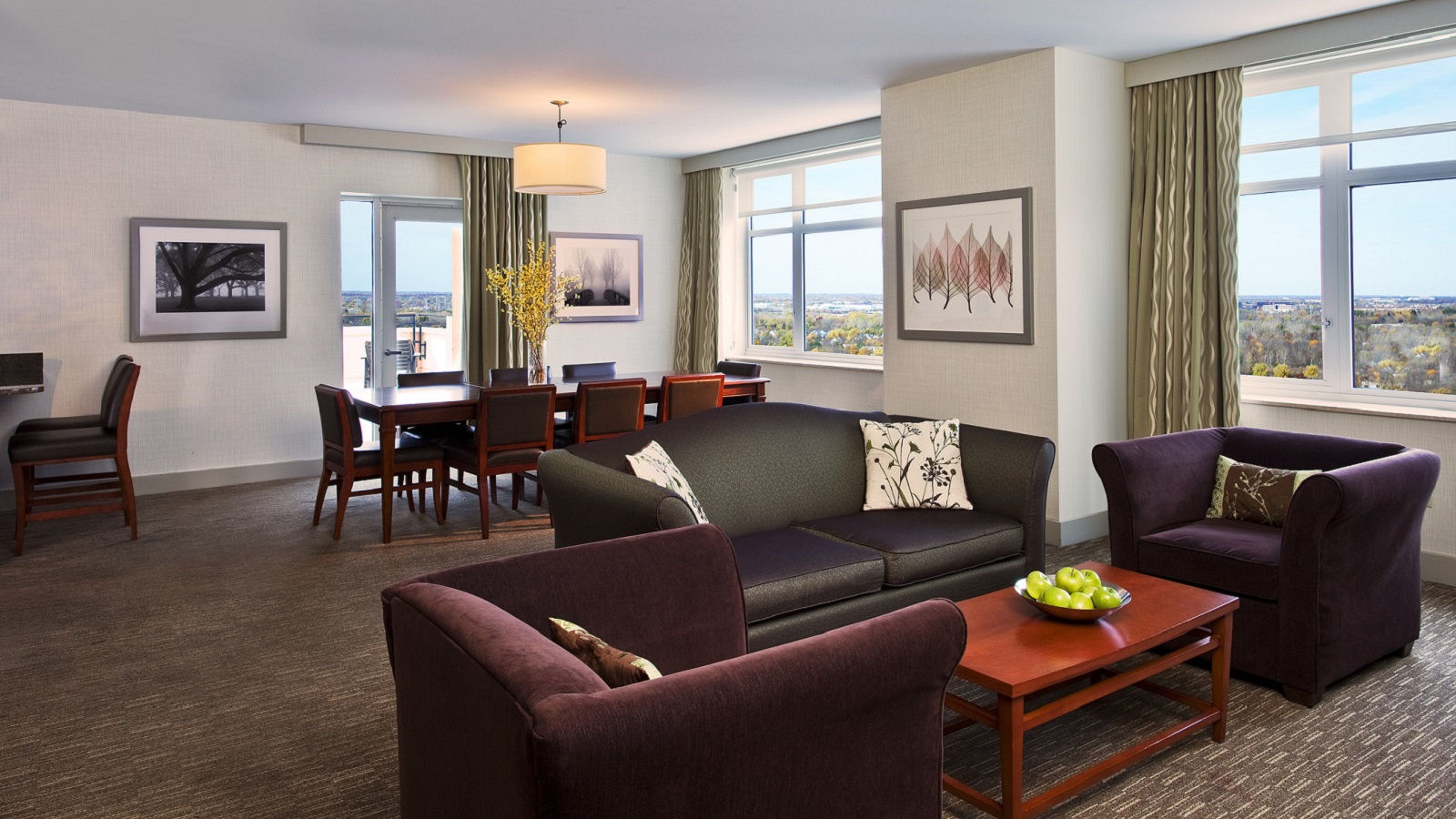 Lombard Hotel Rooms - Governor's & Presidential Suites